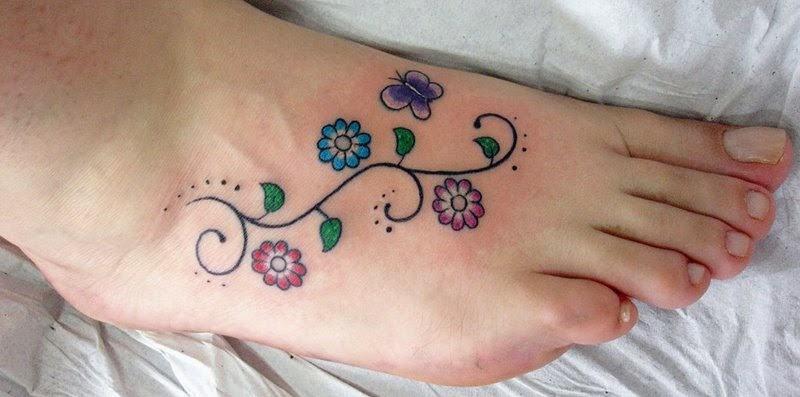 tatuagens de flores no pe